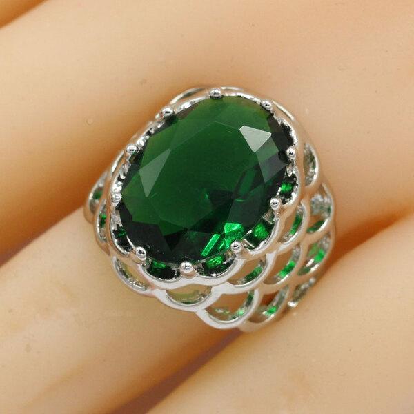 טבעת כסף סטרלינג עם אבן זירקון אובאלית- צורת רימון