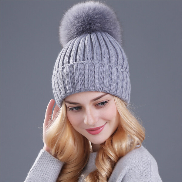 כובע צמר פונפון לנשים