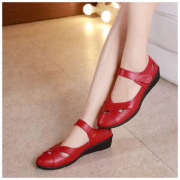 נעלי בובה מעור לאישה