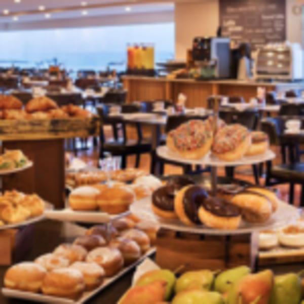 ארוחת בוקר במלון קראון פלזה, תל אביב
