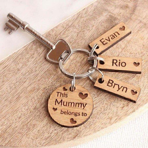מחזיק מפתחות עם בר עץ